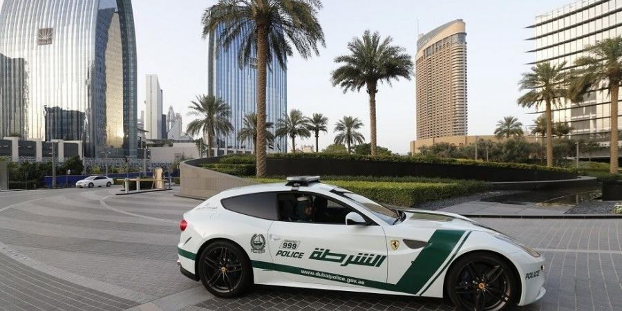 """دبي.. الشرطة تضبط شابا رقص بشكل """"فاضح"""" في مقهى"""